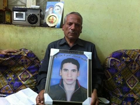 Набил Лабиб Джабалла с портретом своего убитого сына