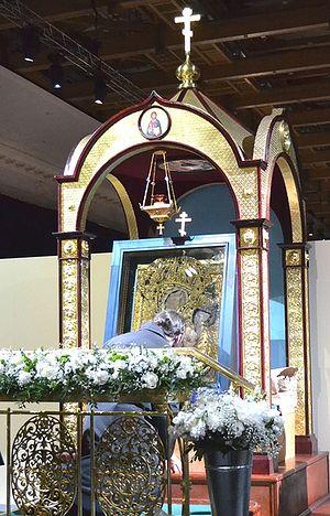 """Загрузить увеличенное изображение. 450 x 702 px. Размер файла 179149 b.  Тихвинская икона, выставленная на поколонение верущим на выставке """"Православная Русь"""" в Москве. 2011 г."""