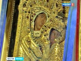 В эти дни в столице по благословению патриарха Московского и всея Руси Кирилла находится Тихвинская икона Божией Матери. Увидеть и поклониться чудотворному образу можно в Манеже, на выставке-форуме ПРАВОСЛАВНАЯ РУСЬ