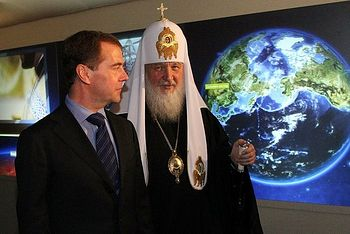 Загрузить увеличенное изображение. 650 x 434 px. Размер файла 64584 b.  Дмитрий Медведев на выставке «Православная Русь»