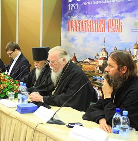 Справа налево: протоиерей Артемий Владимиров, протоиерей Димитрий Смирнов, владыка Пантелеимон, Денис Давыдов