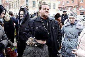 Священник из Оренбурга приехал в Самару со своими прихожанами. Фото: Елизавета Сухова для KP.RU