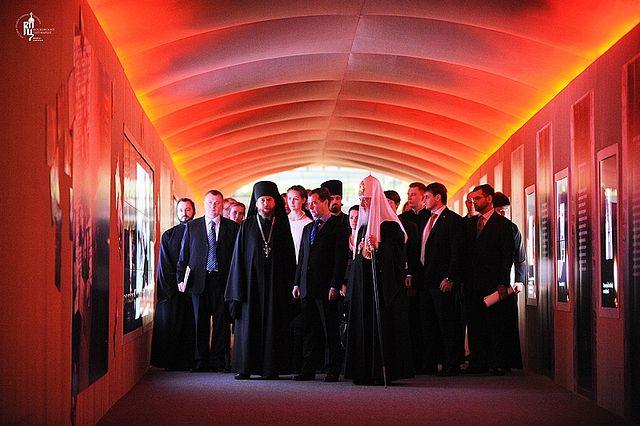 Президент России Д.А. Медведев на выставку «Православная Русь — к Дню народного единства»