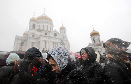 Waiting outside the Cathedral. Photo:Maxim Shipenkov, EPA