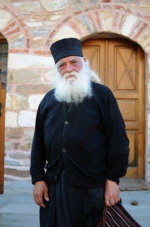 Афонский старец на улицах Кареи