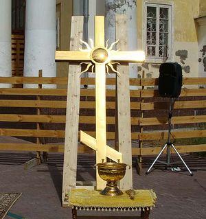 Первый крест на колокольне Спасо-Преображенского собора Перми был установлен еще 19 августа 2010 года.