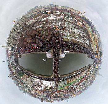 Загрузить увеличенное изображение. 828 x 800 px. Размер файла 326360 b.  Митинг «За честные выборы» в Москве, фото: Ридус