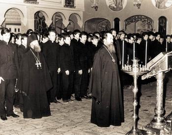 Архиепископ Александр (Тимофеев) с воспитанниками Московских духовных школ