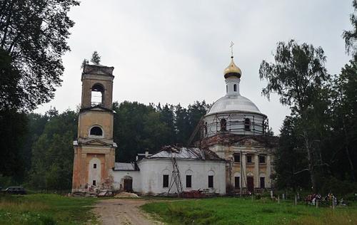 Храм неподалеку от места гибели Гагарина и Серегина: таким он был до восстановления.