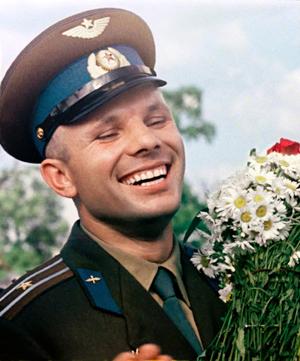 """«Полярный летчик, истребитель, летающий во всех условиях, – это же мечта! А читал он """"Старик и море"""" Хемингуэя», – вспоминает Алексей Леонов свою первую встречу с Юрием Гагариным."""