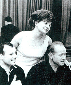 Трое первых: Юрий Гагарин, Валентина Терешкова и Алексей Леонов.