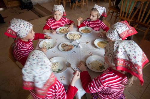 В корпусе с ВИЧ-инфецированными детьми особый режим. Фото: Екатерина Степанова / miloserdie.ru