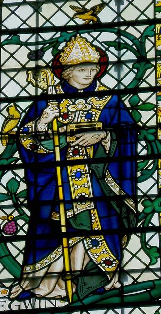 Витраж с изображением св. Эгвина в Вустерском соборе - работа Джеффри Фуллера Уэбба