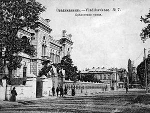 Владикавказ, конец XIX века. По всеобщей переписи населения 1897 года население города составляло 43.740 человек, из них 31.435 православных и 3.986 староверов-молокан.