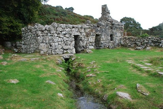 Ffynnon Gybi Llangybi, St Cybi's Well The water from the well flows out of the well building. Photo: Alan Fryer.
