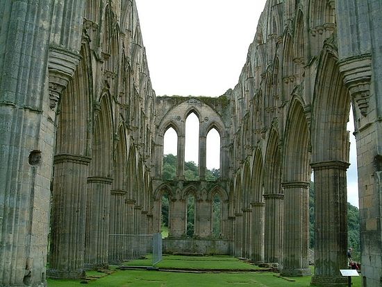 Ruins of the Abbey Church, Rievaulx Abbey, Laskill, North Yorkshire, confiscated and closed under King Henry VIII of England. Photo: Wikipedia