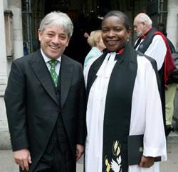 Одна из возможных будущих епископов, Роуз Хадсон-Вилкин со спикером палаты общин Джоном Беркоу
