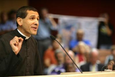 Священник Том Браун