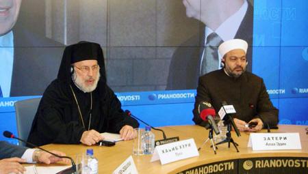 Слева направо: Епископ Антиохийской патриархии Лука Хабиб Хури и Муфтий Алаа Эдин Затери