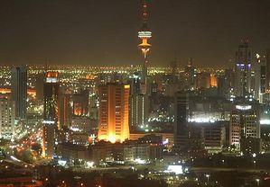 Эль-Кувейт ночью. Вид на башню Освобождения.