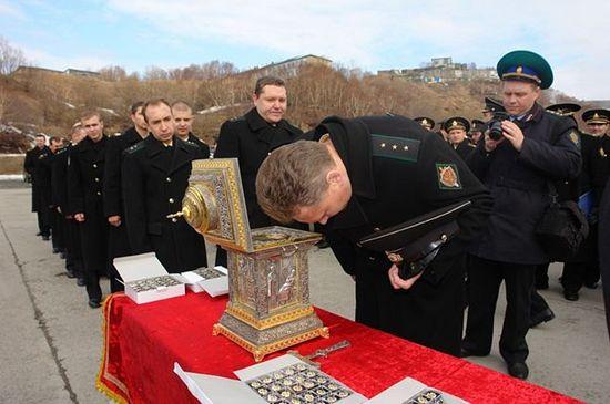 Поклонение мощам святителя Николая. Фото: Виталий Малаханов