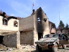 Монастырь Девич сожжен до тла в марте 2004 г. Зона ответственности французского контингента КФОР.