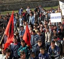 Албанская демонстрация недовольства международной администрацией