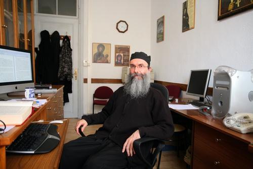Начальник Издательского отдела Ватопеда схимонах Адриан на своем рабочем месте