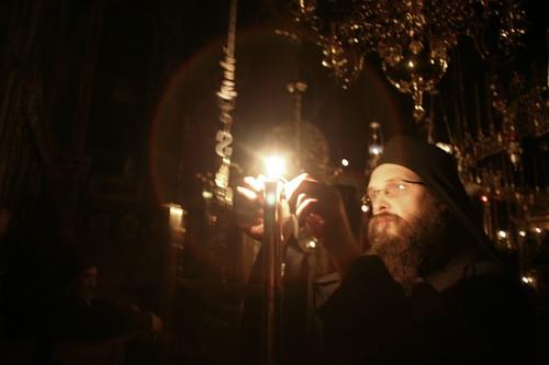 На богослужении. Монахи проводят в храме около 8 часов в сутки