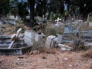 Одно из православных кладбищ в оккупированной турками части Кипра