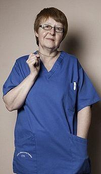 Ширли Чаплин надела крестик в 16 лет и с тех пор в течении 38 лет никогда не снимала его - даже когда была уволена из британской клиники из-за того, что крестик был виден, когда медсестра была в униформе