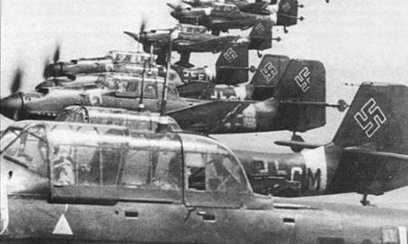 """Немецкий самолет Юнкерс-87 """"Штука"""" (сокращение от немецкого слова Sturzkampfflugzeug - самолет для штурмовки и и непосрественной поддержки войск)"""