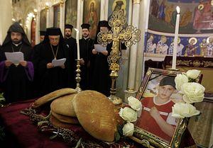 Священники в Дамаске молятся об упокоении мальчика, погибшего в Хомсе. 9 января 2012 г. Фото: Joseph Eid/AFP/Getty Images