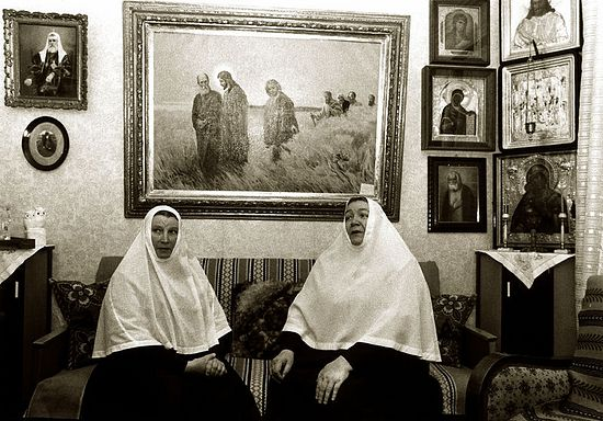 Матушки Георгия и Варвара в гостиной игуменского дома. 1978 год. Фото: Марина Юрченко / Православие.Ru