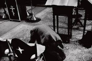 Загрузить увеличенное изображение. 625 x 417 px. Размер файла 40360 b.  Внизу 86-летний Исидор (Накаи) крестился после Хиросимы и с тех пор не пропускал в своем храме ни одного богослужения