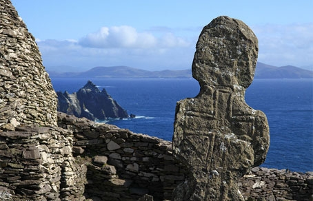 A cross on the ancient monastic island o fSkellig Michaeal, Ireland.