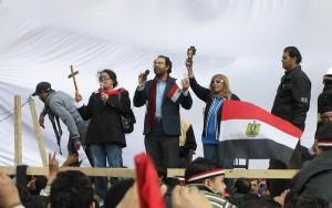 Coptes prient sur la place Tahrir