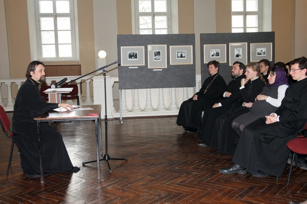 Встреча коломенских семинаристов с о. Максимом Козловым в Татьянинском храме