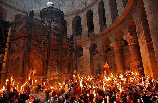 Схождение Благодатного Огня в Великую Субботу на Гробе Господнем