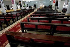 На пасхальном богослужении в церкви в Хартуме 8 апреля 2012 апреля присутствовало очень мало прихожан: большинство христиан были вынуждены уехать в Южный Судан. Фото:AFP