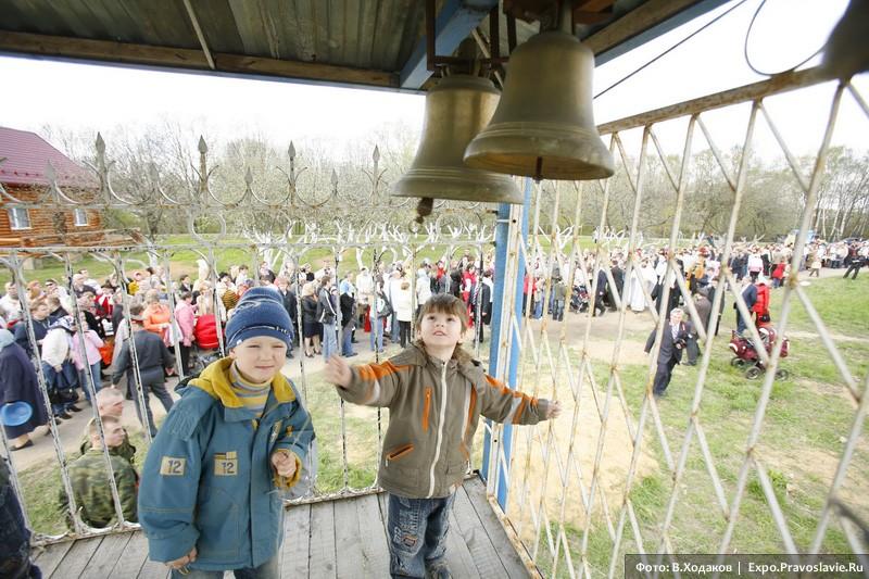 Детки на звоннице. Фото: Владимир Ходаков