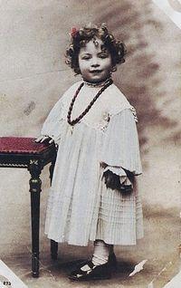 Мальчик в женской одежде