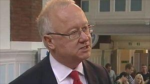 Министр образования Уэльса Лейтон Эндрюс считает, что католические школы, выступающие против легализации однополых браков, нарушают закон