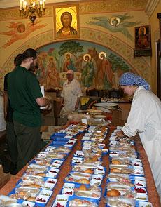 Подготовка трапезы для дорогих гостей