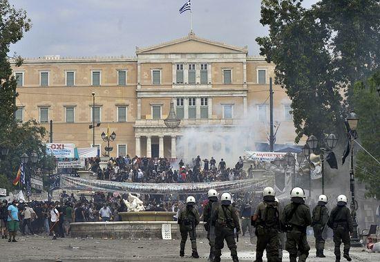 Протесты около Парламента Греции
