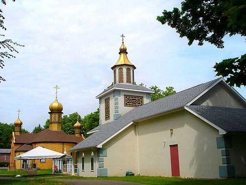 Вид главного храма Свято-Тихоновского монастыря