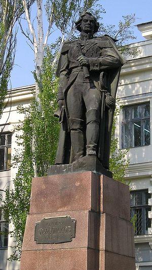 Памятник Ф. Ушакову у мореходного института в Херсоне