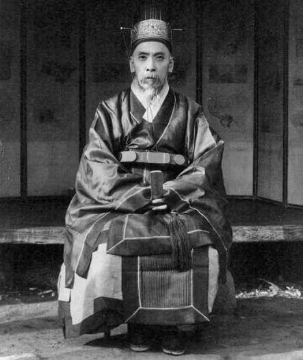 Глава семейства в традиционных одеждах. 1910-1920 гг.