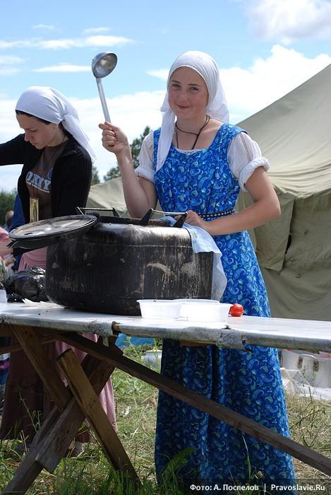 Алина, лаврская студентка-иконописица. Фото: Антон Поспелов / Православие.Ru