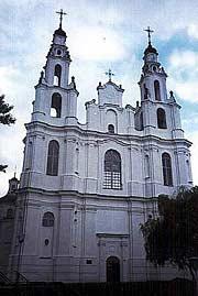 Софийский собор в Полоцке (XI в., полностью перестроен униатами в XVII–XVIII вв.) – яркий пример латинизации